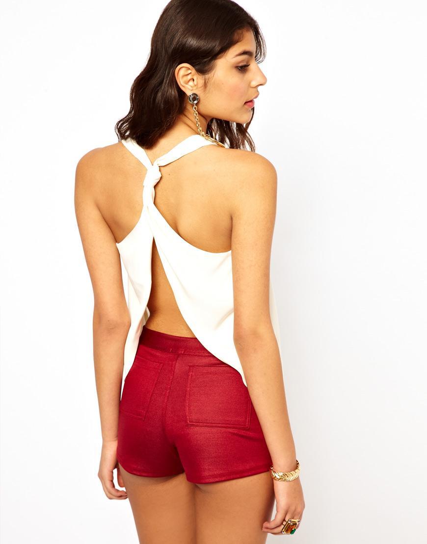 Foto Camiseta de tirantes con espalda abierta y detalle de nudo de ASOS ...