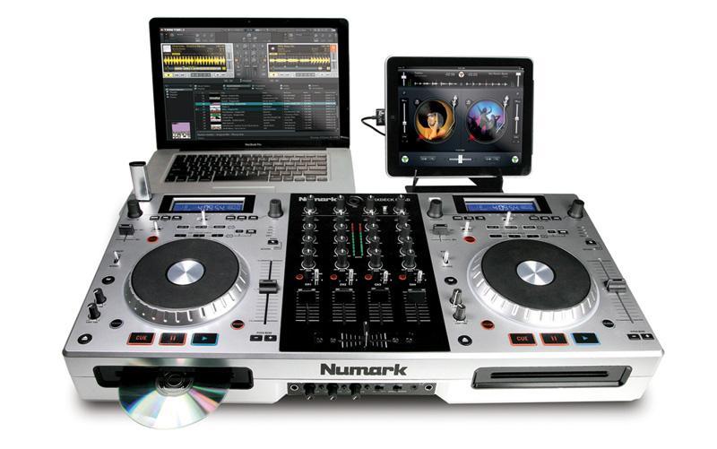 Foto Numark MixDeck Quad Mezclador de 4 Canales para DJ