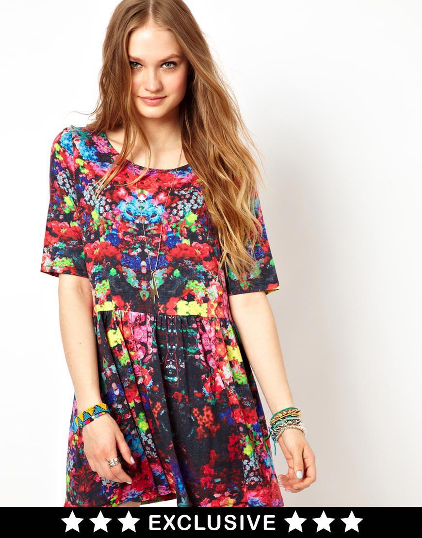 Foto Vestido amplio con estampado floral Folky de Minkpink Folky floral