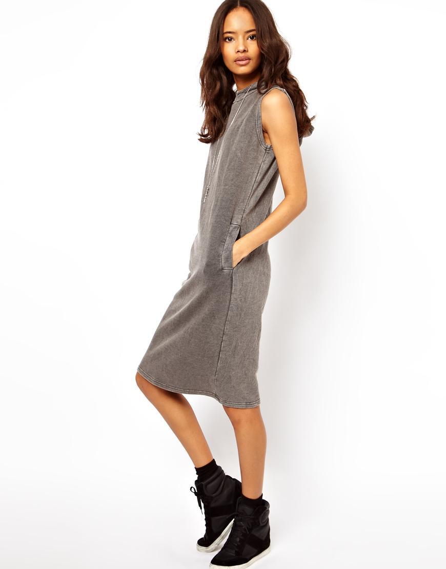 Foto Vestido con capucha y lavado ácido de ASOS Gris