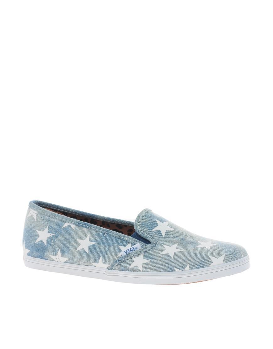Foto Zapatillas de denim con estampado de estrellas y diseño bajo sin c...
