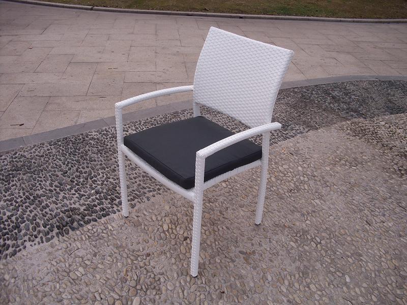 Mesa rattan color blanco belice 180 mesa de terraza y for Conjunto mesas y sillas de jardin baratas