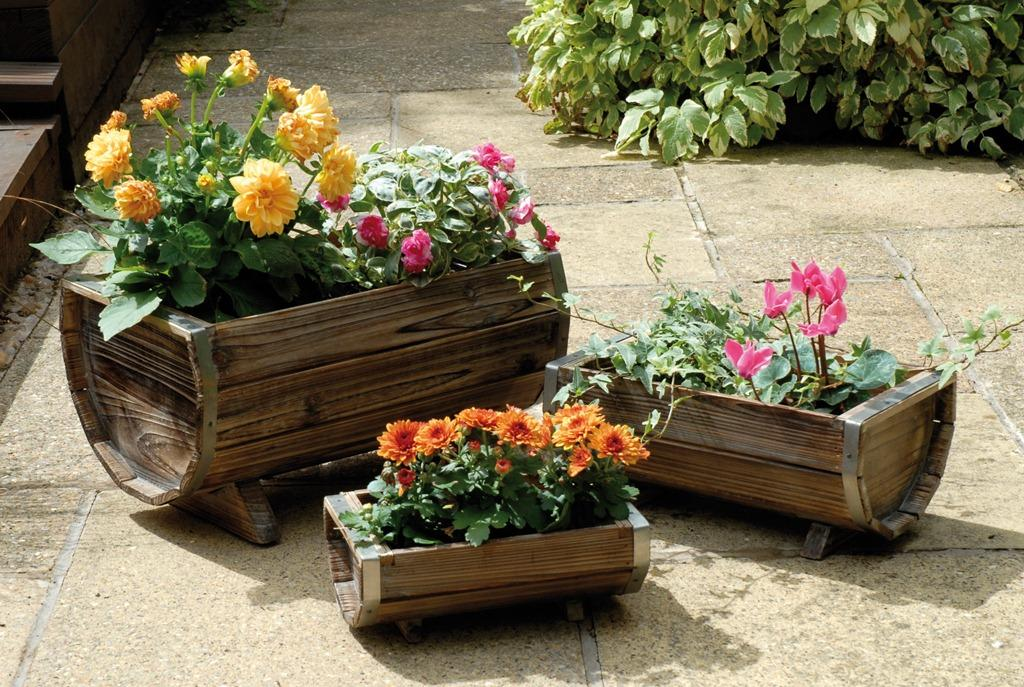 Foto macetas en barril de madera decorativa juego de 3 - Maceteros de madera para exterior ...
