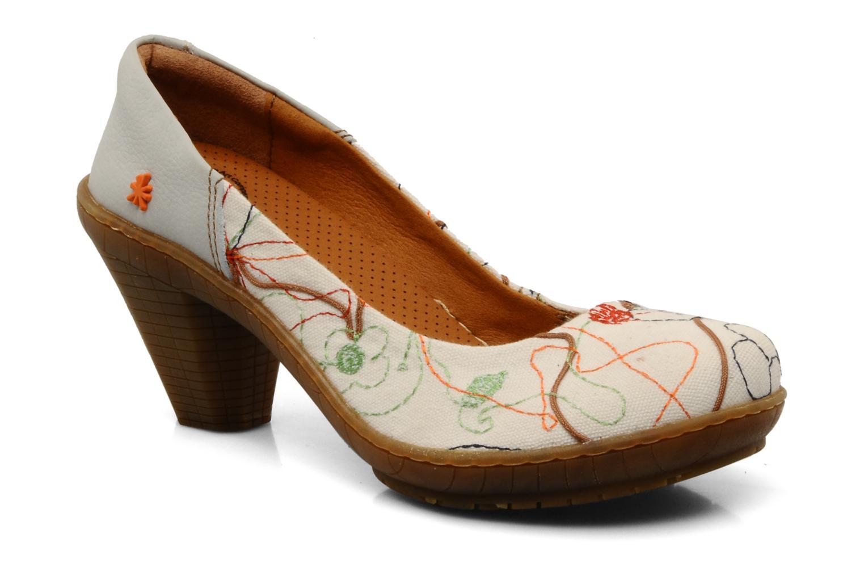 Ellis Ruby, zapatos de tacón para mujer fabricados en cuero premium rosa dorado. Un elegante diseño de líneas sencillas con el talón descubierto y un tacón de 5,5 cm de altura. Un elegante diseño de líneas sencillas con el talón descubierto y un tacón de 5,5 cm de altura.